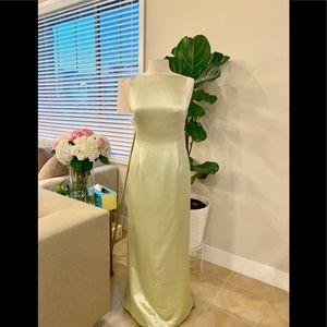 Nicole Miller Silk open back formal gown sz6 green